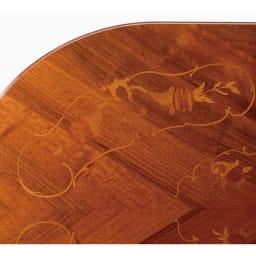 イタリア製 金華山シリーズ 象がんオーバルダイニングテーブル 象がんとは、異なる素材を組み合わせて花柄などの紋様を表現する伝統技法。職人たちが現代に受け継いできた精緻な技と美をご堪能ください。