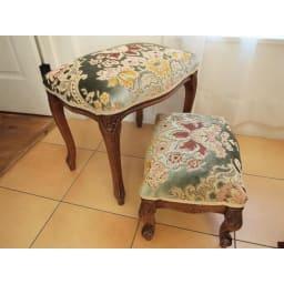 イタリア製金華山織シリーズ スツール 一回り小さいフットスツール(足おき)もございます。シリーズ家具からご覧ください。