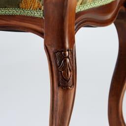 イタリア製 金華山織張り 肘掛付スツール 繊細な彫刻は、一点一点手作業で仕上げています。