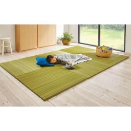 へりなしフロア畳 ミックス色 コーディネート例(ア)グリーン系 お子さまのお昼寝やハイハイする赤ちゃんにも。 ※写真は3畳用(6枚組)です。