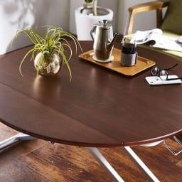 丸形昇降バタフライテーブル幅100 天板は、ウレタン塗装を施しており、水や汚れにも強くお手入れ簡単です。