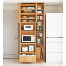 家電も食器もたっぷり収納!天井ぴったりキッチンシリーズ マルチボード 幅90cm奥行45cm 食品ストックや食器類もまとめて収納することが出来ます。 ※写真はマルチボード幅90cm+上置き幅90cmです。