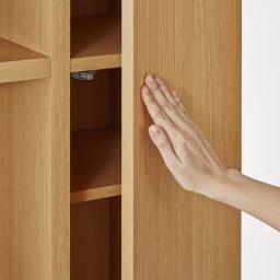 家電も食器もたっぷり収納!天井ぴったりキッチンシリーズ マルチボード 幅90cm奥行45cm 扉は開閉しやすいプッシュ式。軽い力で押せば手前に開きます。