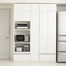食器もストックもたっぷり収納!天井ぴったりキッチンシリーズ 食器棚 幅60cm奥行50cm 【コーディネート例】まるでシステムキッチンのように機能的な収納を叶えます。(エ)ホワイト(光沢無地)
