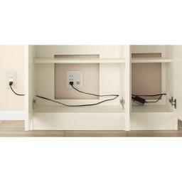 配線すっきりカウンター下収納庫 3枚扉 《幅90cm・奥行35cm・高さ77~103cm/高さ1cm単位オーダー》 電源を確保するための背板の穴と、LANや電話線のコードを通すことができる左右の穴が、ユニット内部での配線を可能に。