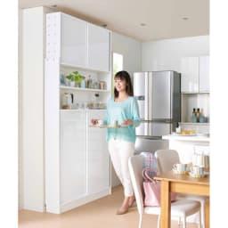 狭いキッチンでも置ける!薄型引き戸パントリー収納庫 奥行21cmタイプ 幅90cm 狭いキッチンカウンター横のスペースでもご使用頂けます。