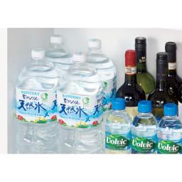 組立不要!52サイズ・3色の156タイプから選べる頑丈すき間ワゴン 幅32奥行55cm 【収納例】幅30cm×奥行55cmタイプ(内寸…幅26.5cm×奥行51cm) ⇒500mLペットボトル・缶やワインの瓶、調味料の1Lボトルが3本並んで収まります。2Lペットボトルなら2本並んで入る大容量です。