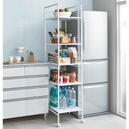 キッチンのすき間にピッタリ 幅伸縮すき間ラック 奥行59.5cm すき間や収納物に合わせて幅伸縮します。※写真は幅27.5~42.5奥行59.5cmタイプです。