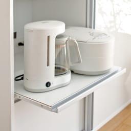 全部隠せる スライド棚付きキッチン家電収納庫  ロータイプ 炊飯器やポットなどの蒸気を逃がせる便利なスライドテーブル付き。(1ヵ所)