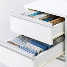 分別ごみ箱付きすき間収納庫 2分別 ハイタイプ 中段のレール付き引き出しは、食材ストックや調理小物の収納など多彩に使えます。