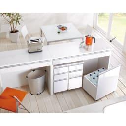 間仕切りキッチンカウンター カウンターデスク 幅120cm チェストとワゴンはデスク内に一体収納できます。 ※お届けはデスク幅120cmです。