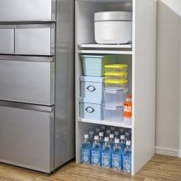 ゴミ箱上が活用できる家電オープンラック 幅44cm 【収納例 3 ボトル類】 見える場所に並べれば残り本数が把握でき、出し入れもスムーズ。