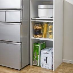 ゴミ箱上が活用できる家電オープンラック 幅74cm 【収納例 2 飲料ケース・米びつ 】 重い物が持ち上げずに床置きできます。