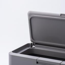 Seals(シールズ) ダストボックス 9.5リットル フタ裏面のシリコンパッキンがすき間なく圧着し生ゴミなどの強い臭いも漏れ出さない密閉構造。しっかりとした防臭機能を持ち、キッチンだけでなく、おむつ用ペールやペット用のダストとしてもご使用いただけます。