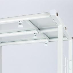 幅が伸縮するキッチン作業台ラック 奥行55cm 幅30cm~50cm 棚板をスライドさせて無段階に幅調節できます。