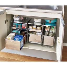 ステンレス製スムーズ引き出しラック 2段 幅28.6cm キッチンのシンク下を、使い勝手の良い引き出し式の収納棚にプチリフォーム。 ※お届けは幅28.6cm・2段タイプです。
