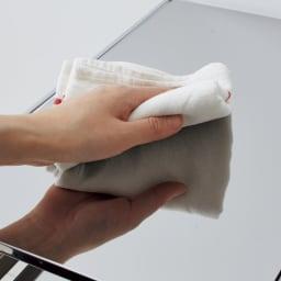 ステンレス製スムーズ引き出しラック 3段 幅28.6cm 天板・敷板はスタイリッシュな光沢が美しいステンレス製で、水や汚れに強くお手入れ簡単です。