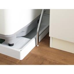 驚きのパイプ幅1.2cm すき間に収まるランドリーラック 棚2段バスケット2個 わずかなすき間にも対応できるスリムタイプ。 アジャスターも1.2cm幅なので洗面台と洗濯機などわずかなすき間にも設置可能。