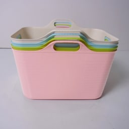 洗濯物の仕分けに便利 大きなバスケットのランドリーワゴン 3段 バスケットは重ねることができます。 (※色は見本です)