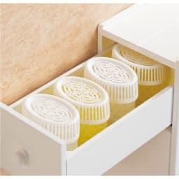 12ロール収納 スライド薄型トイレラック 芳香剤や流すタイプの洗浄剤に便利な小引き出し付きです。