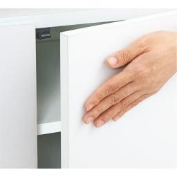 組立不要 出し入れしやすい(自由に使える)光沢仕上げ快適収納庫 幅45奥行45cm 扉は片手で押すだけで開く、プッシュ式です。