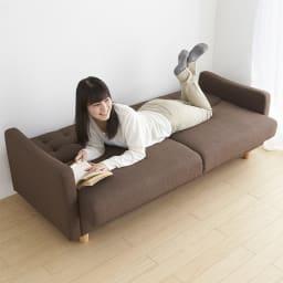 デザインにもこだわったソファベッド 幅196cm奥行70cm ベッドに変換して、ゴロゴロできます(モデル身長160cm)