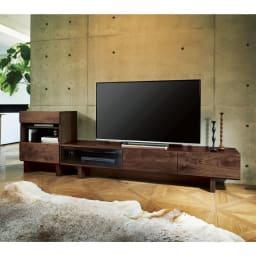 大画面対応ウォルナット天然木テレビ台シリーズ テレビ台・テレビボード 幅180cm 使用イメージ 空間がグレードアップする美しい佇まい。 ※写真左からオープンキャビネット、テレビ台・幅200cmです。