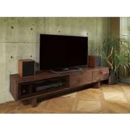 大画面対応ウォルナット天然木テレビ台シリーズ テレビ台・テレビボード 幅200cm 使用イメージ ホームシアター機材も置けるサイズです。 ※写真はテレビ台・幅180cmです。