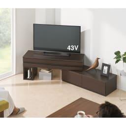 ラインスタイル伸長式テレビ台・テレビボード ロータイプ(高さ48cm) (エ)ダークブラウン(左タイプ) 角度をつけて、リビングやダイニングからも見やすくできます。 ※写真は幅120~193cmタイプです。
