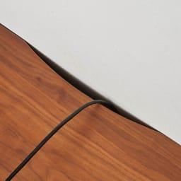 天然木無垢材のテレビ台・テレビボード アッシュ天然木 幅150cm テレビ台の後方にコードを通す欠き込みがあり、壁にぴったり付けられます。