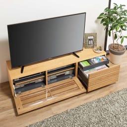 天然木無垢材のテレビ台・テレビボード アッシュ天然木 幅150cm 収納部は、向かって左はデッキ収納部、右は引き出し2杯(深引出1杯+浅引出1杯)