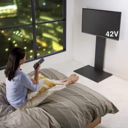 WALL/ウォール 壁寄せテレビスタンド(テレビ台) ハイタイプ (イ)ブラック 寝ながら見やすい高さに設置してホームシアターを実現。