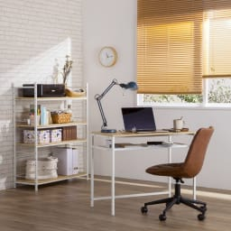 木目調ラック付きパソコンデスク(デスク幅91cm・ラック 幅95cmセット) もちろん、ラックとデスクを別々に使用しても。ライフスタイルに合わせて自由にレイアウトできます。別の部屋で本棚とデスクとして使用してもOKです。