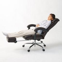 オットマン付きハイバックオフィスチェア 足を伸ばしてゆったり。オットマンを引き出して背もたれを倒せば、まるでファーストクラス。