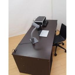 奥行たっぷり収納デスク 幅140cm プリンターを置いても広々。(写真はデスク幅180cmです)