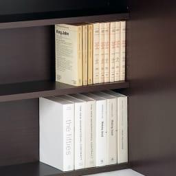 奥行たっぷり収納デスク 幅140cm デスク天板下奥には、本棚として使える棚付き。