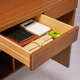 A4ファイルもたっぷり収納 天板ひろびろ本格派デスク 幅150cm高さ195cm 筆記用具や小物はサッと引き出しへ。