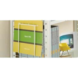 壁面を有効活用できる 幅伸縮 頑丈ラック 2段 マガジンラック2個付き付き。