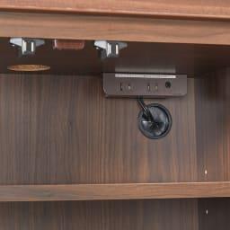 奥行34cm薄型なのに収納すっきり!スマート壁面収納シリーズ 収納庫 PCデスク 幅60cm 下の収納内部にはコンセントが2口付いています。またデスク天板や背面に配線しやすいようにコード穴も付いています。