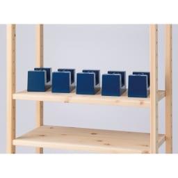 国産檜オープンラック 幅80高さ89cm 【大量収納できて長持ち】粘り強い檜の特性を生かした厚さ3cmの棚板が耐荷重約50kgを実現。本をたっぷり収納でき、長い愛用に応えます。(写真はイメージ)