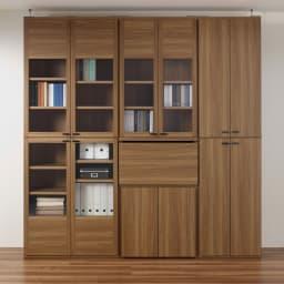重厚感のあるがっちりデスクと扉が選べる本棚上下セット+天井突っ張り金具 デスクを収納した状態(ア)ブラウン