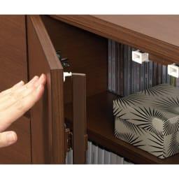 1cmピッチ薄型窓下収納庫 【幅86奥行31.5cm】 スマートなプッシュ式扉は防塵フラップ付き。