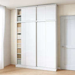 高さオーダー対応 頑丈棚板引き戸本棚 上置き奥行31.5cm 幅75.5cm高さ26~90cm(1cm単位) コーディネート例(イ)前面:ホワイト・本体:ホワイト ※お届けは上置きです。写真は(左から)幅89.5cm、幅75.5cmです。