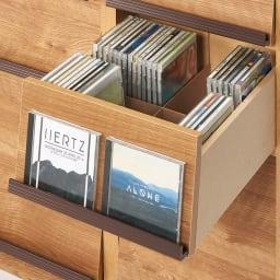 ヴィンテージウッド調 マガジン&レコードキャビネット ベース CDプラス扉タイプ 3段3列[幅113cm奥行39cm高さ85cm] お気に入りのCDは扉に置いて飾ってもOK。
