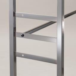 奥行30cm 光沢ブラッククローゼットハンガーラック ハイタイプ・幅111~200cm 下段ハンガーバーは3段階に高さ調節可能です。