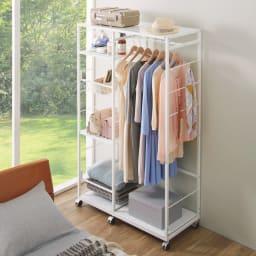【幅122cm】棚・バスケット収納付きハンガーラック  (ア)ホワイト 衣類以外、よく使う日用品などの片付け場所にも。 ※写真は幅102cmタイプです。