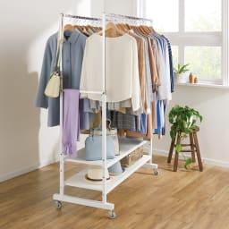 スタイリッシュデザインで頑丈!高さ伸縮もできる前後ダブルハンガー (ア)ホワイト 前後のバーの間隔は約38cm。掛けた服が重なりにくい。 ※写真は幅121cmタイプです。