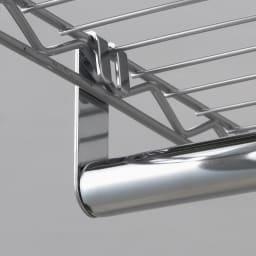 洗えるカバー付き 頑丈ハンガーラック ロータイプ・幅61cm ハンガーの取り付けも棚に引っ掛けるだけなので簡単です。