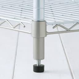 洗えるカバー付き 頑丈ハンガーラック ロータイプ・幅61cm 移動する必要がない場合に便利な、約1cmの高さ調整が可能なアジャスター付きです。
