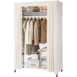 洗えるカバー付き 頑丈ハンガーラック ロータイプ・幅121cm 棚の位置を高めに設定すればロング丈のコートも余裕で掛けられます。